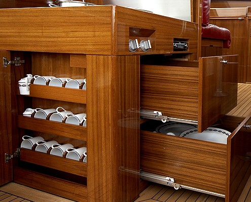 l tje yachts reparatur. Black Bedroom Furniture Sets. Home Design Ideas